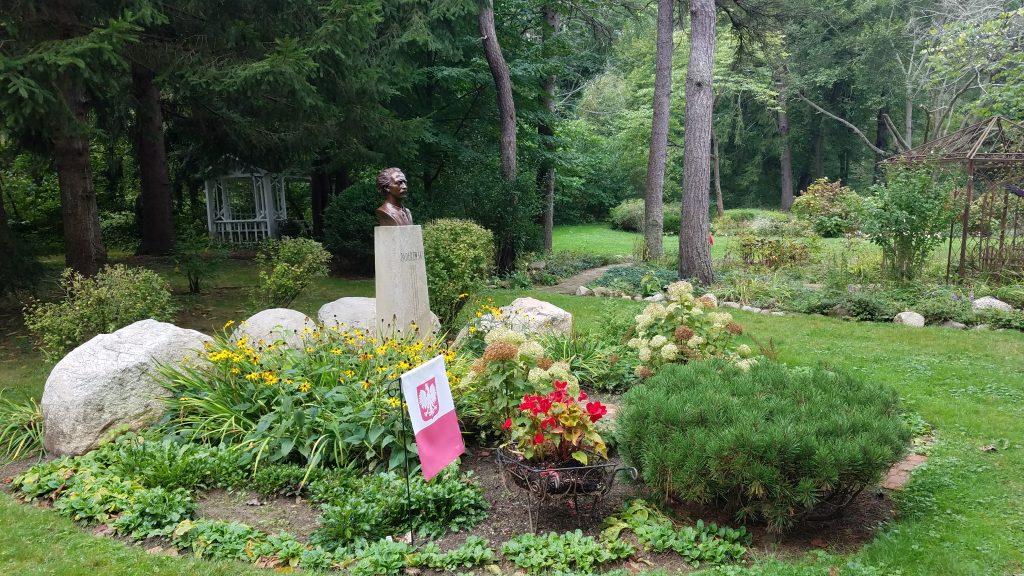 International Garden at Friendship Botanic Gardens by lwerChick.cm