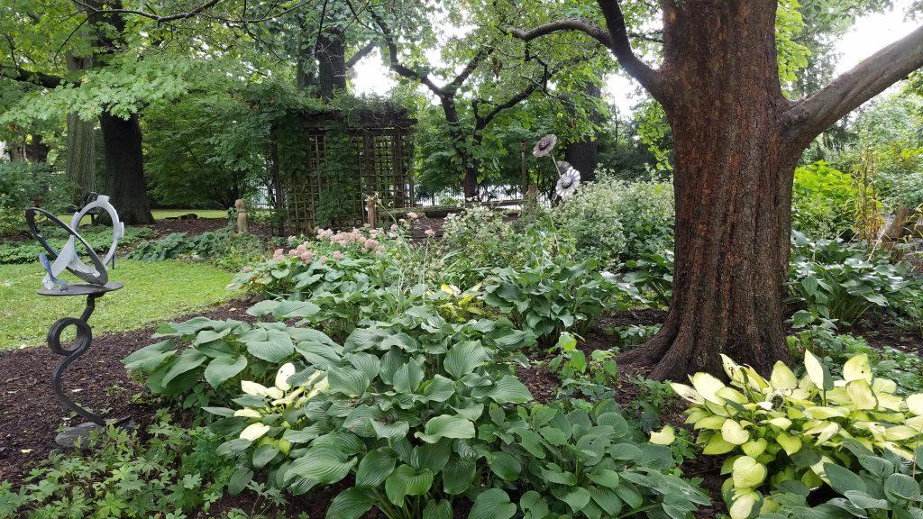 Luthy Botanic Garden by FlowerChick.com