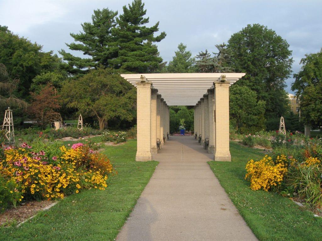 Quad Cities Gardens Vander Veer Botanical Park by FlowerChick.com