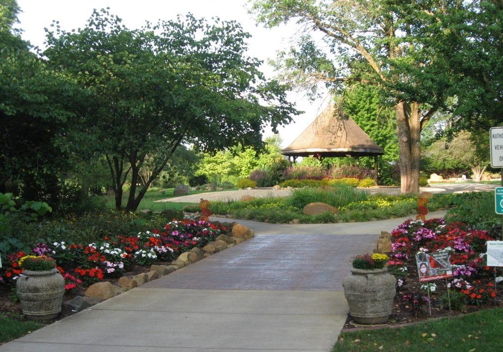 Mabery Gelvin Botanical Gardens by FlowerChick.com