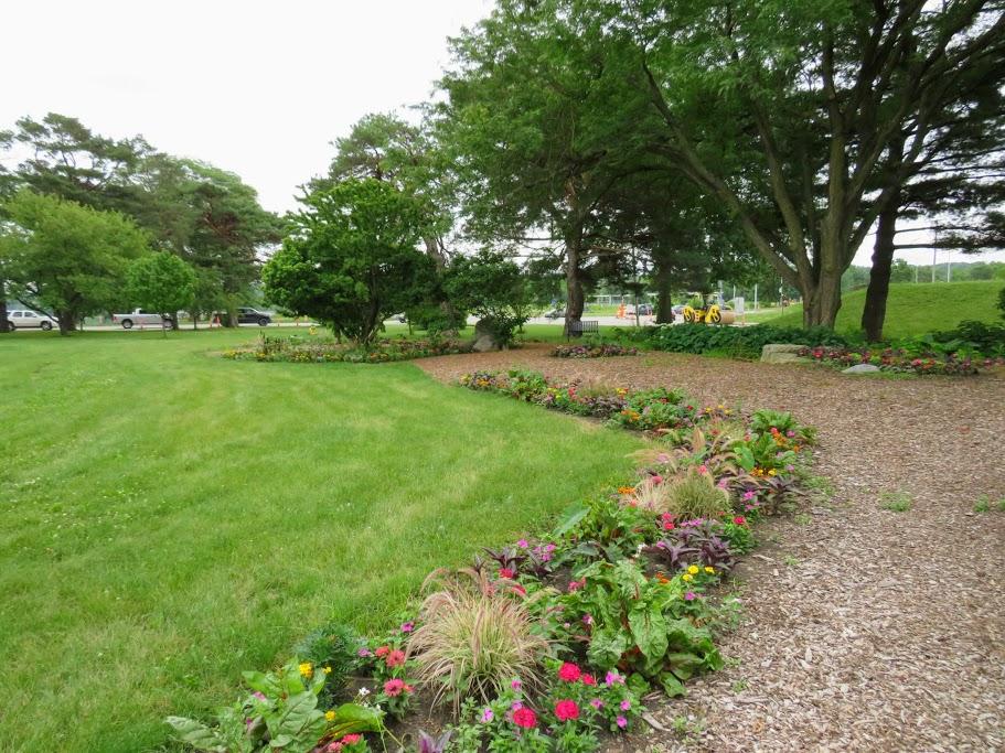 Des Moines Area Gardens by FlowerChick.com