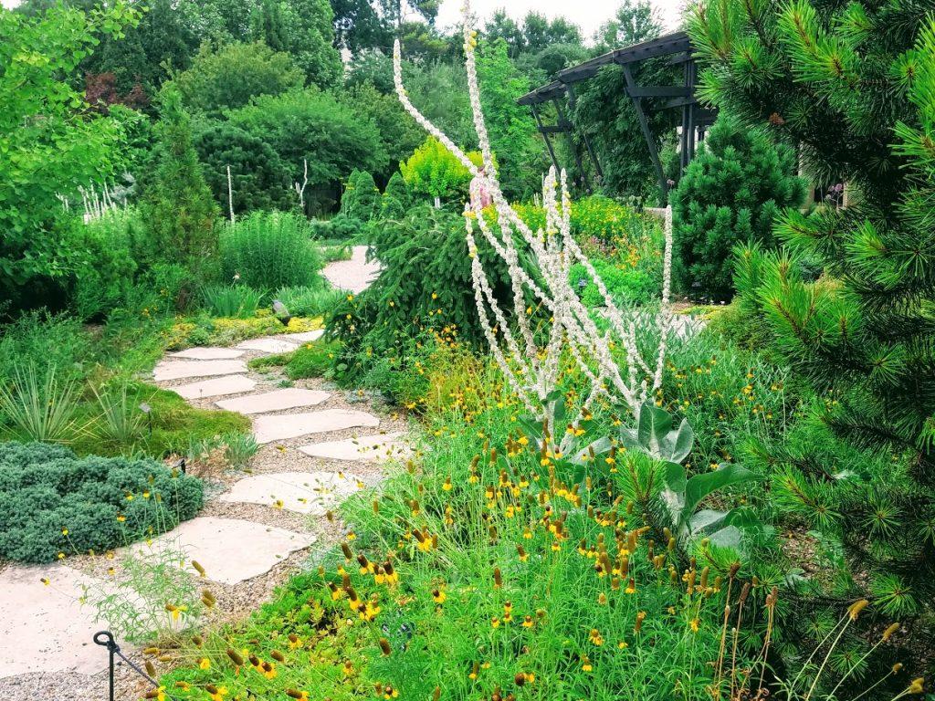 Greater Des Moines Botanic Garden by FlowerChick.com