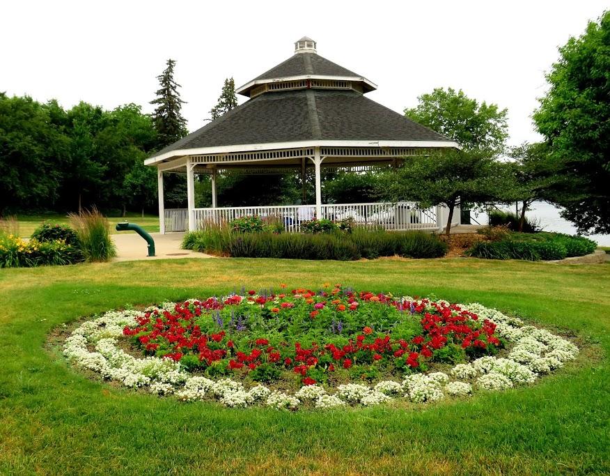 Fountain Park by FlowerChick.com