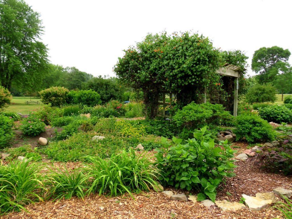 Southern Minnesota Gardens by FlowerChick.com