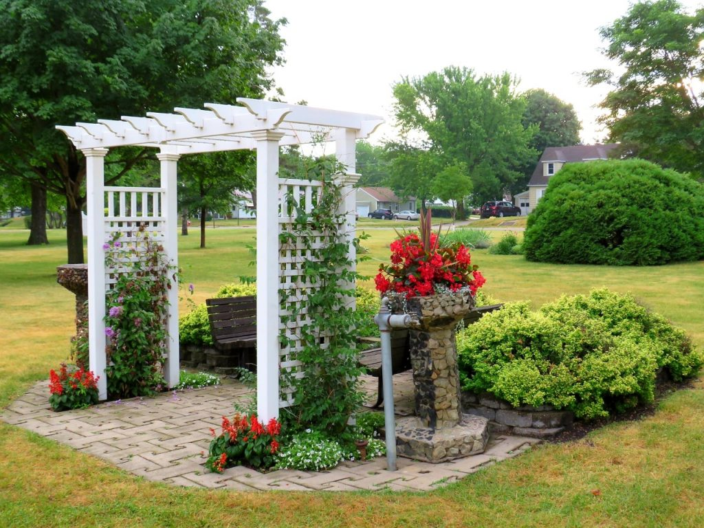 Picture Perfect Gardens in Lincoln Park Fairmont MN by FlowerChick.com