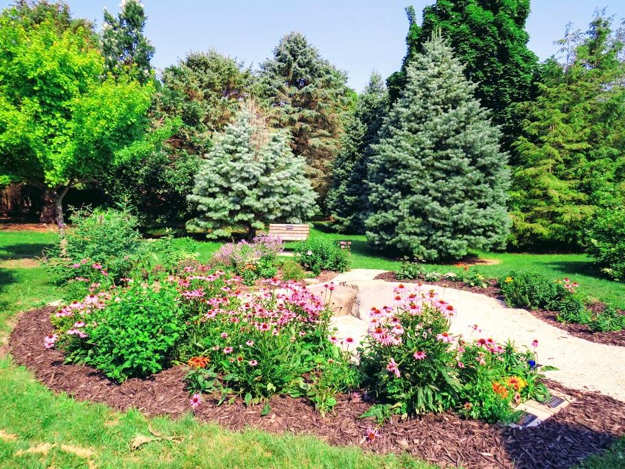 Paul Lange Memorial Arboretum Delavan WI y FlowerChick.com