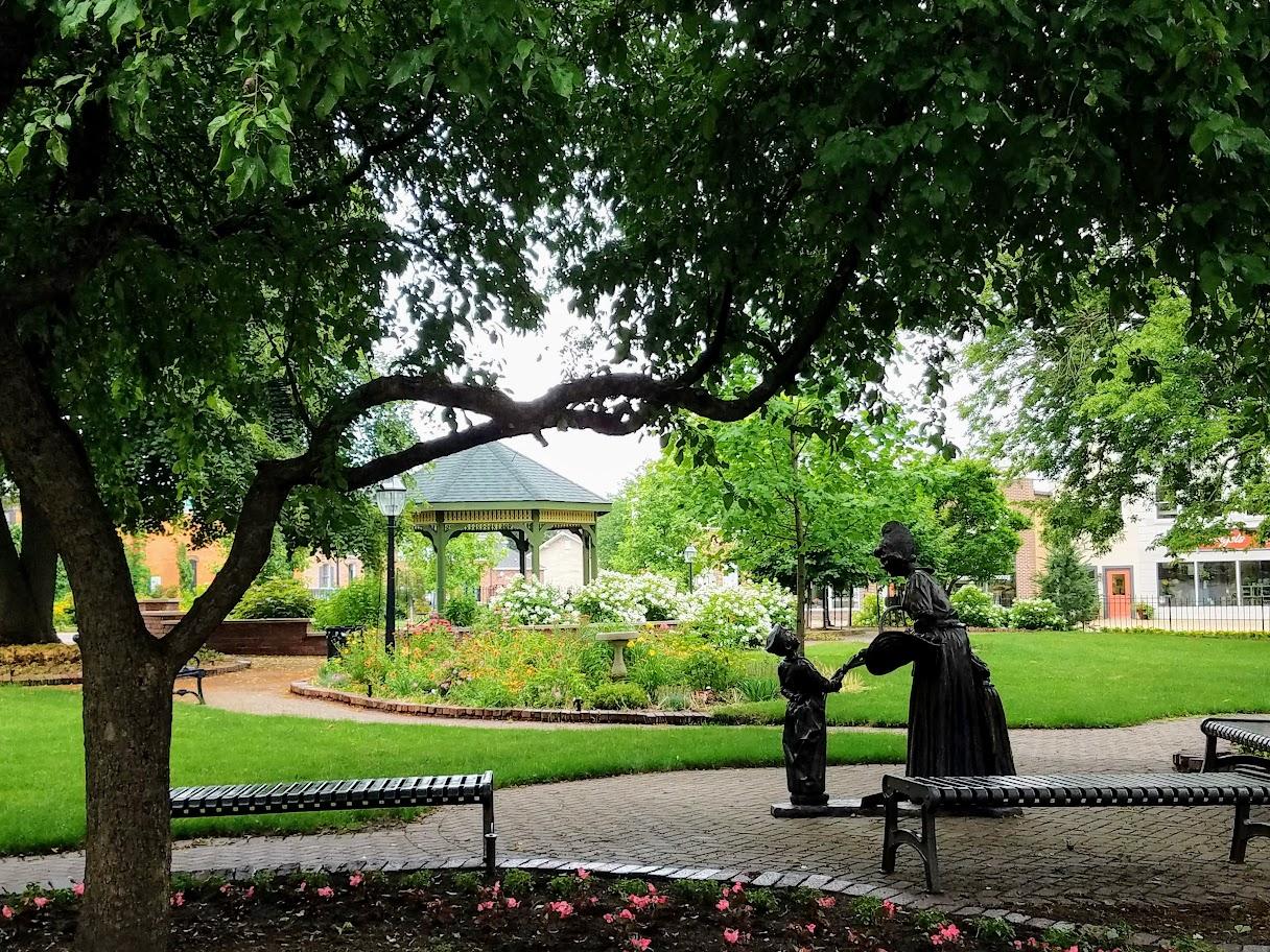Scholte Garden in Pella by FlowerChick.com