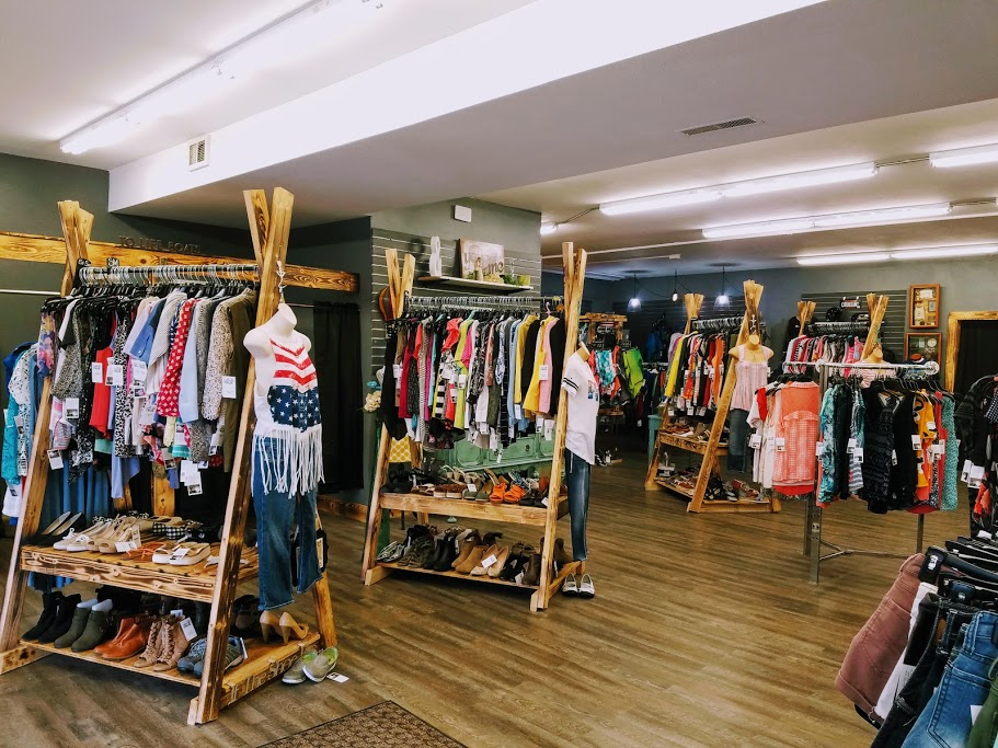 Tried and True Resale Boutique Clear Lake Iowa by FlowerChick.com